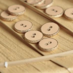 bouton rond émaillé nude pomelos doré