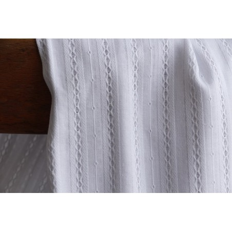 tissu en coton brodé blanc