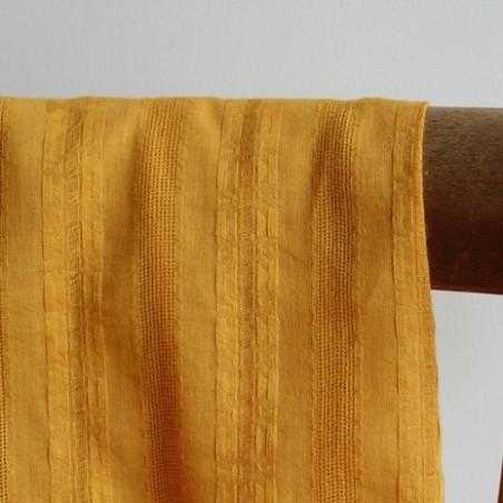 coton brodé jaune ocre