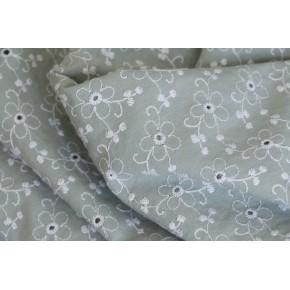 tissu brodé blanc et vert céladon