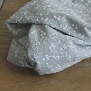 coton brodé céladon fleurs blanches