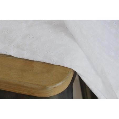 tissu en coton brodé berthe blanc