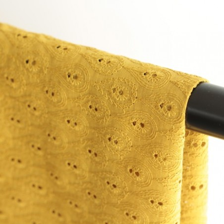 tissu coton brodé - ocre