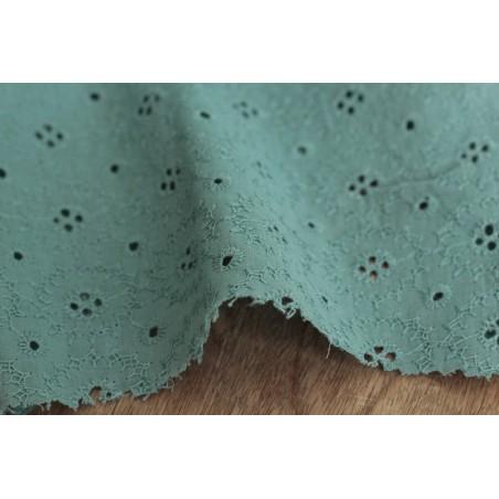 tissu en broderie anglaise - vert