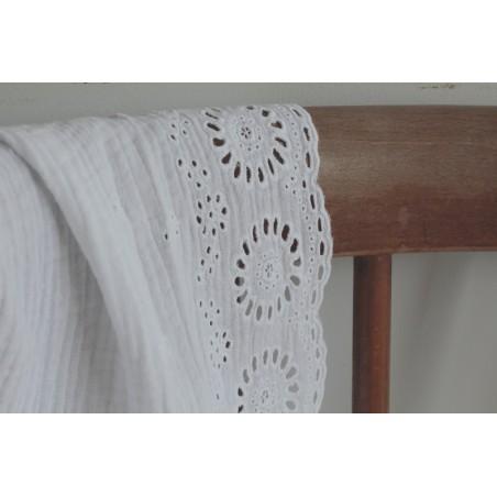 tissu en double gaze de coton brodé - blanc