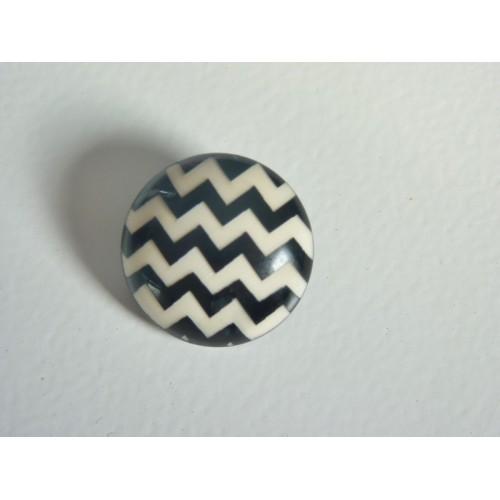 Bouton noir et blanc chevrons 25 MM